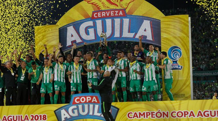 El plantel de Atlético Nacional celebrando el título de campeón de la Copa Águila 2018