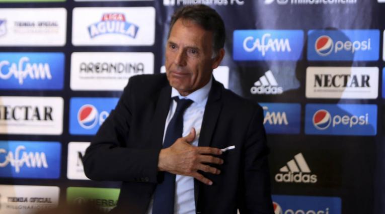 Miguel Ángel Russo le mostró cariño a la hinchada de Millonarios
