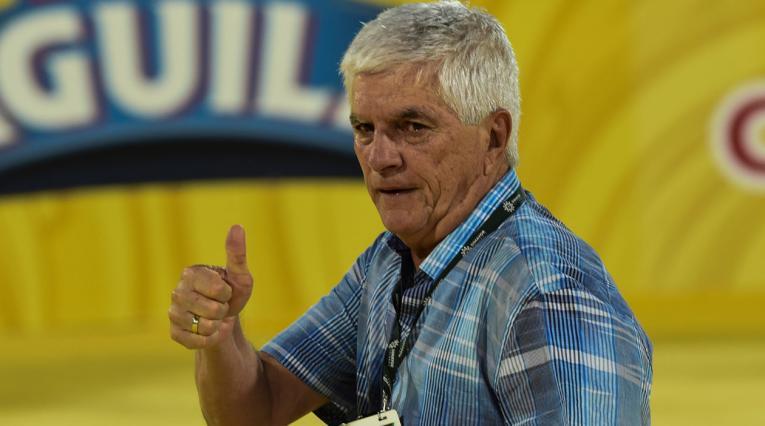 Julio Comesaña, técnico de Junior de Barranquilla, festeja su segundo título en el FPC