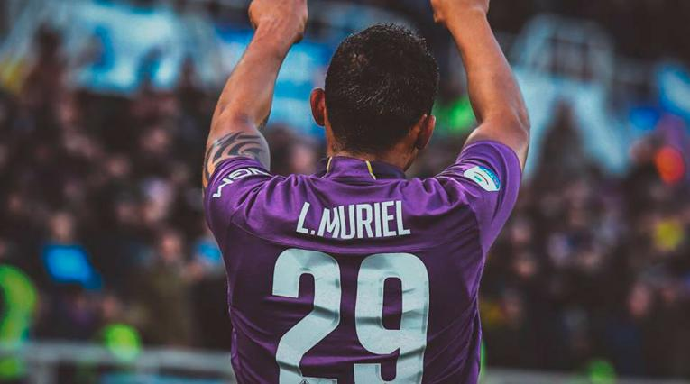 Luis Fernando Muriel celebrando un gol con la Fiorentina