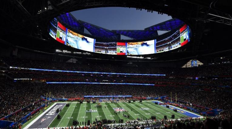 El Mercedes Benz Stadium al inicio del Super Bowl 2019