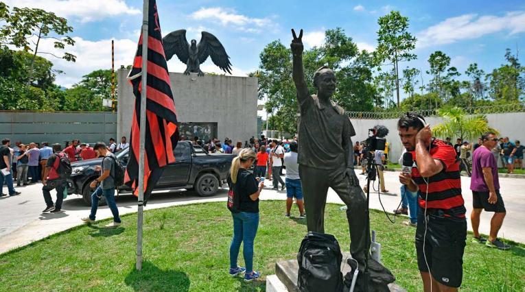 Exteriores de la sede del Flamengo luego del incendio que dejó diez víctimas mortales