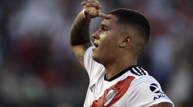 Juan Fernando Quintero celebrando un gol con River
