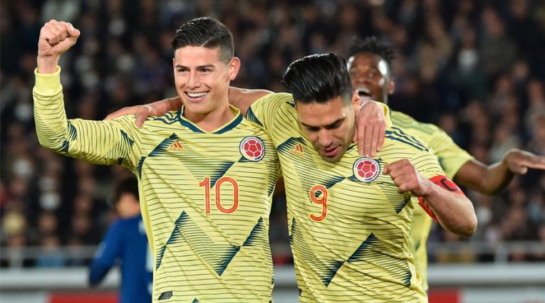 Falcao celebrando junto a James el gol de Colombia ante Japón.