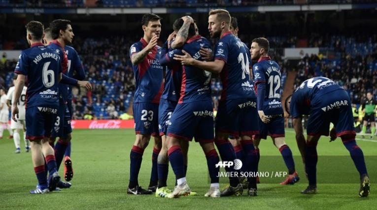 Jugadores del Huesca celebrando su gol ante el Real Madrid