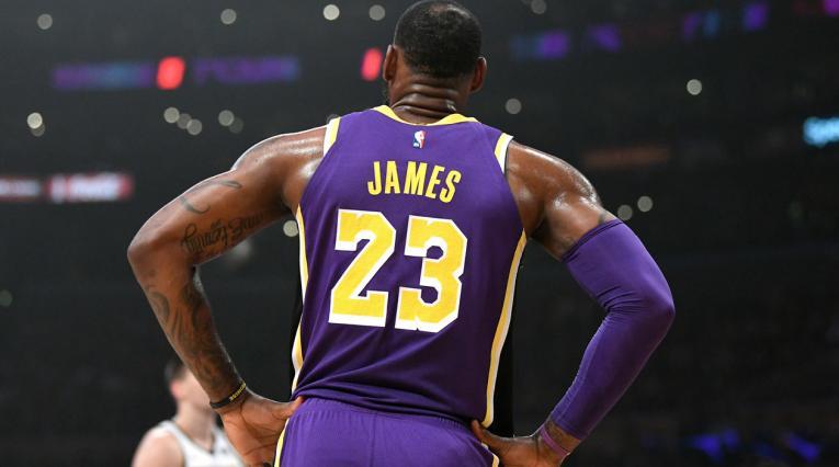LeBron James ahora es el cuarto máximo anotador en la historia de la NBA