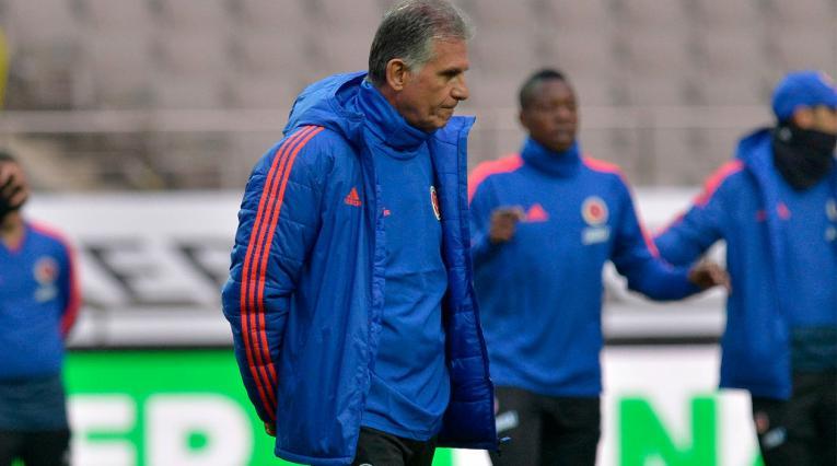 Carlos Queiroz dirigiendo el entrenamiento de la Selección Colombia en Seoul.
