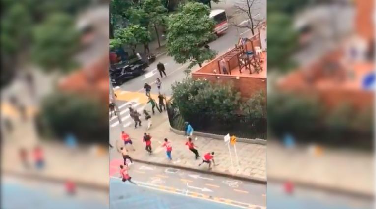 Pelea entre hinchas de Independiente Medellín y Nacional en la previa del clásico