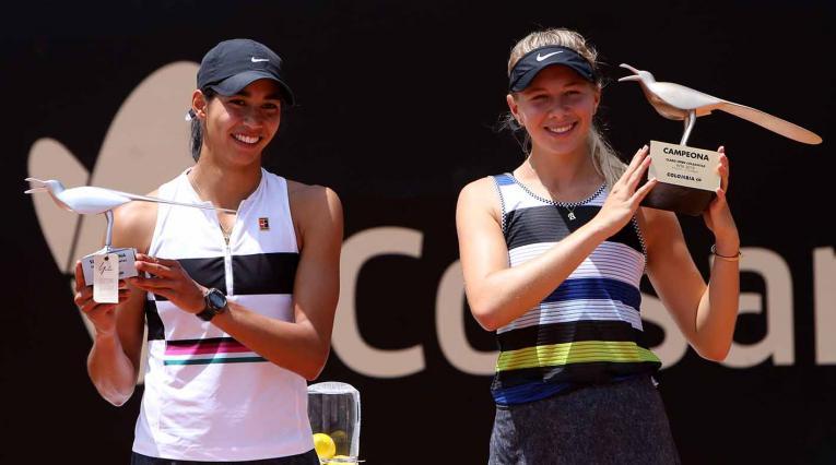 La australiana Astra Sharma  y la la estadounidense Amanda Anisimova