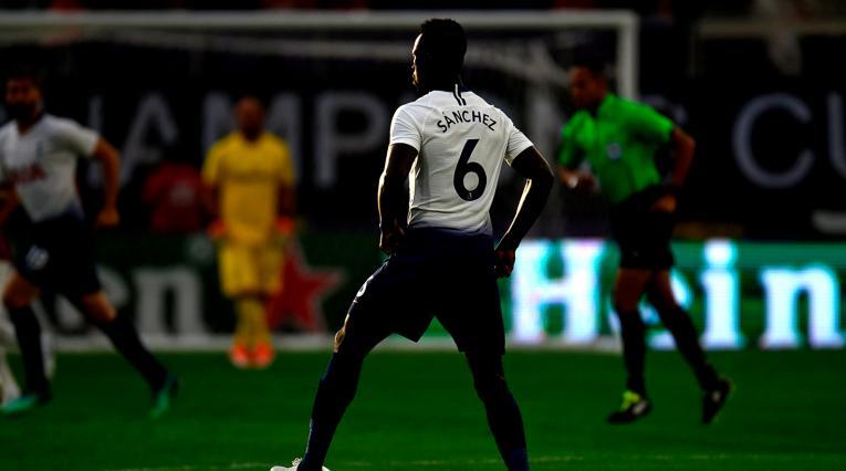 Dávinson Sánchez, defensa colombiano al servicio de Tottenham