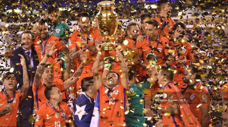 La selección chilena levantando el título de la Copa América Centenario 2016.