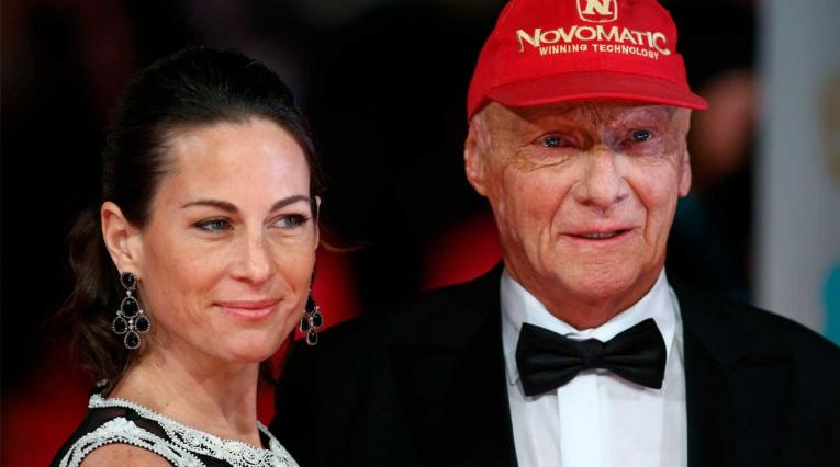 Niki Lauda (R), con su esposa Birgit en la alfombra roja de los Premios de la Academia Británica BAFTA