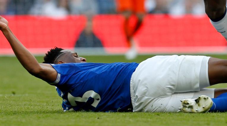 Yerry Mina durante el partido ante el Tottenham en la Premier League