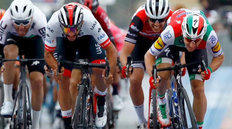 Fernando Gaviria durante la segunda etapa del Giro de Italia 2019