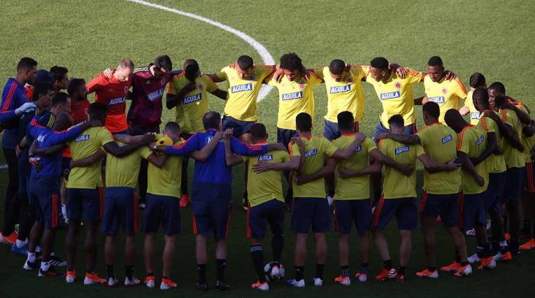 """Queiroz reunió a todos los jugadores en su ya acostumbrado """"ritual"""" con Colombia."""