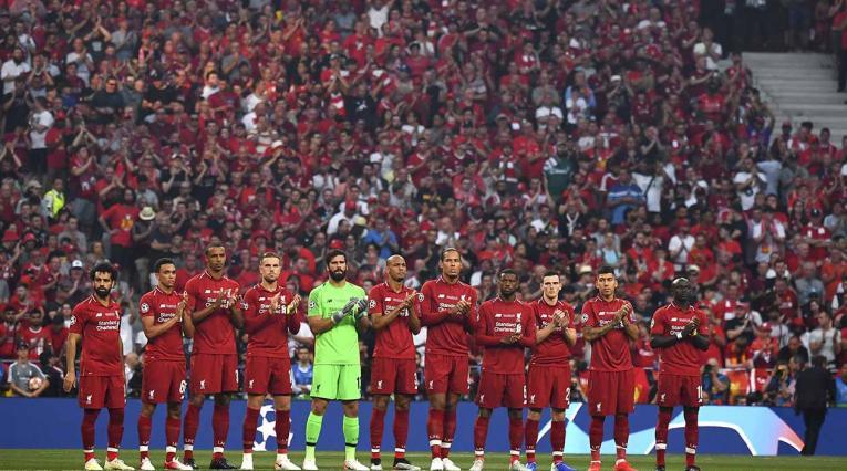 La final de la Champions League homenajea a Reyes