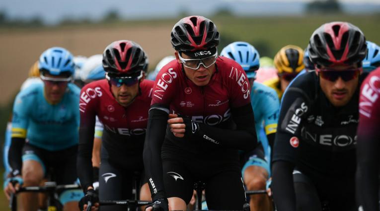 Chris Froome sufrió una dura caída que le costó su participación en el Tour de Francia.