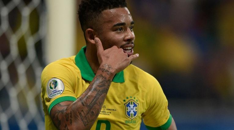 Gabriel Jesús celebra el gol antes de que lo anulara el VAR