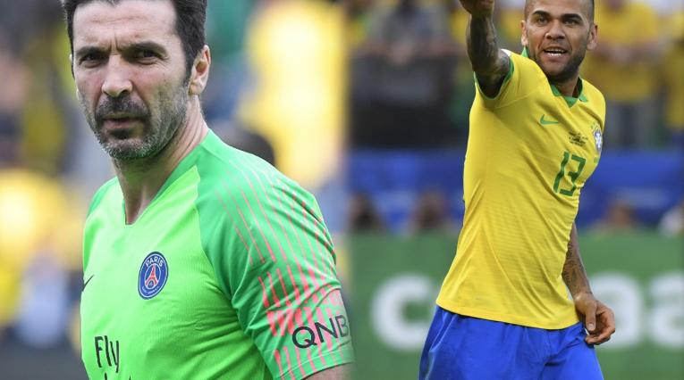 Gianluigi Buffon y Dani Alves