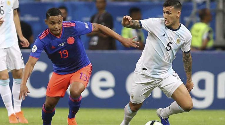 Luis Fernando Muriel salió lesionado y prende las alarmas en Colombia