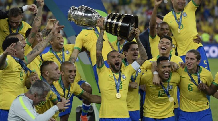 Dani Alves, lateral brasileño