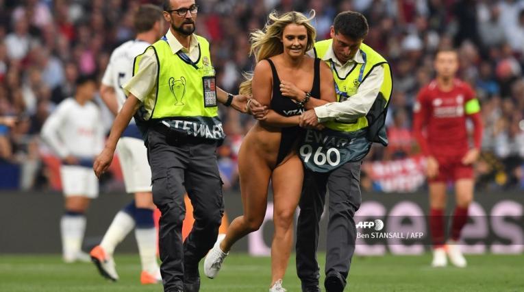 Mujer intrusa en la final de la Champions League