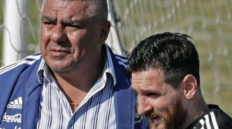 Claudio Tapia, presidente de la AFA y Lionel Messi