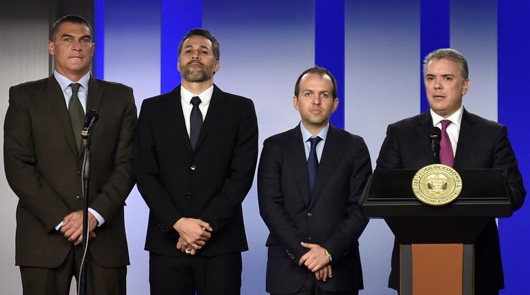 Faryd Mondragón (izq.), junto a Mario Yepes, Ernesto Lucena y el presidente Iván Duque.