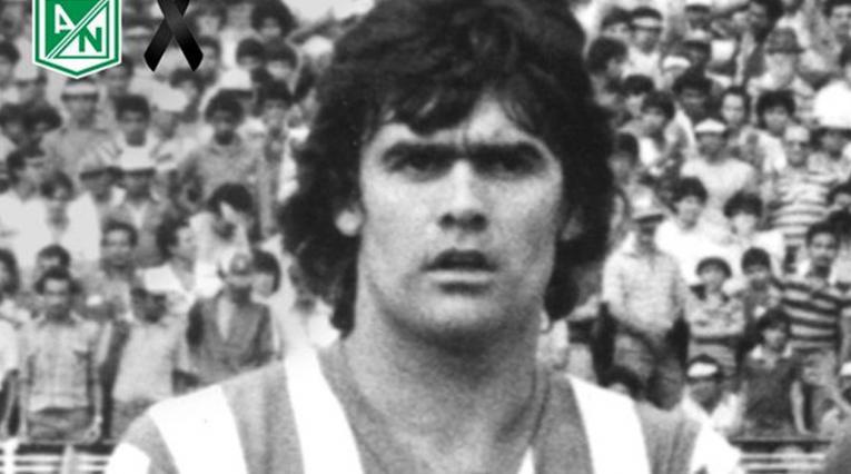José Luis el 'Tata' Brown jugando para Atlético Nacional