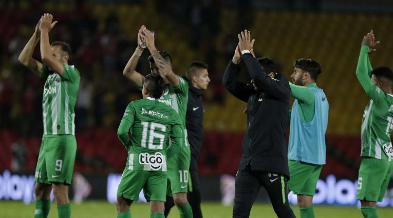 Atlético Nacional - jugadores saludando a la hinchada