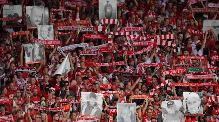 Unión Berlín homenaje hinchas