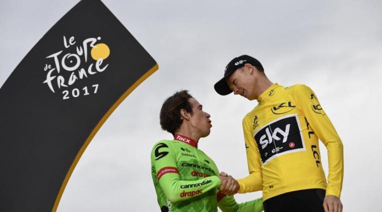 Rigoberto Urán y Froome en el podio del Tour de Francia