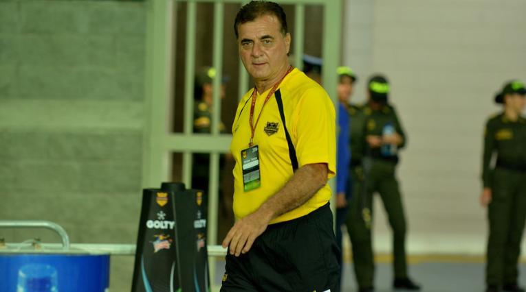 Óscar Héctor Quintabani, técnico colombiano