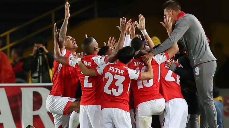 Santa Fe, jugadores celebrando un gol
