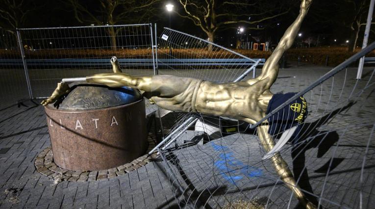 Estatua Zlatan Ibrahimovic