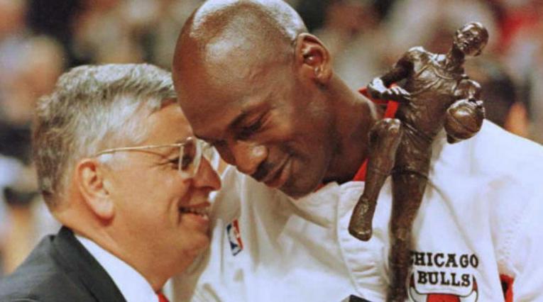 David Stern, cerebro de la NBA, junto a Michael Jordan
