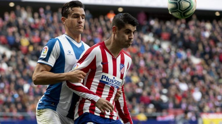 Bernardo Espinosa, defensor colombiano; y Álvaro Morata, delantero español