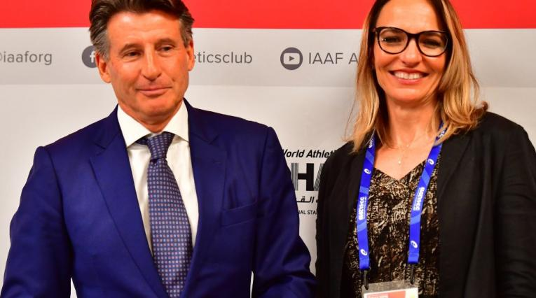 Sebastian Coe, presidente de la World Athletics, y Ximena Restrepo