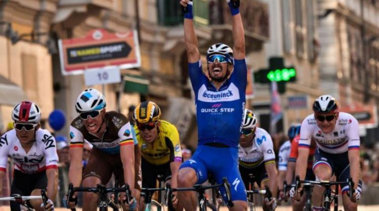 Jualian Alaphilippe corriendo la Milán - San Remo de 2019