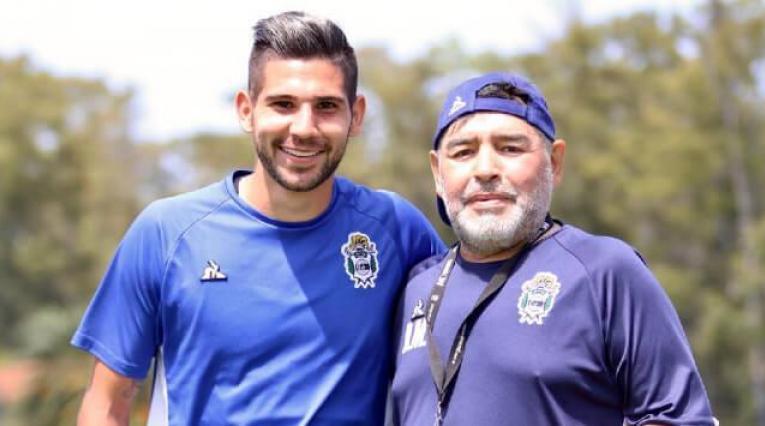 Jhonatan Agudelo y Maradona