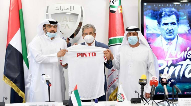 Jorge Luis Pinto, técnico colombiano que dirige a Emiratos Árabes