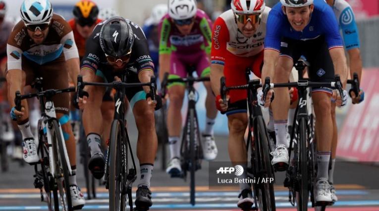 Arnaud Démare derrotó a Peter Sagan en la etapa 4 del Giro de Italia