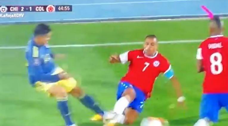 James Rodríguez y la falta ante Chile