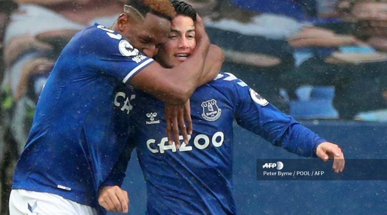 James y Yerry Mina en Everton