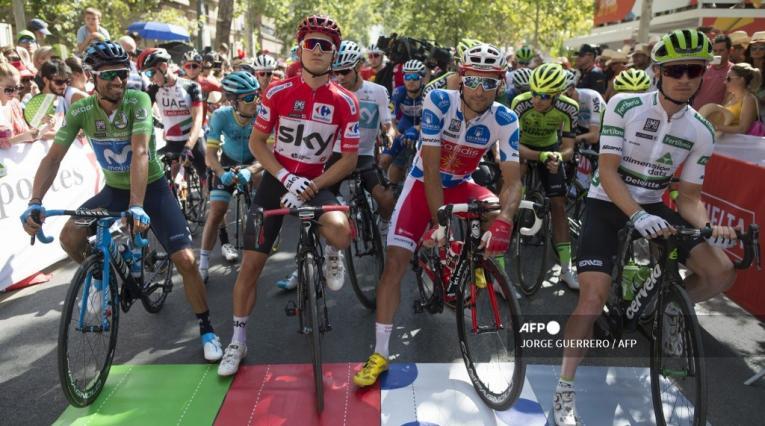 Ciclistas de la Vuelta a Andalucía