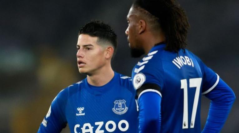 Alex Iwobi y James Rodríguez - Everton