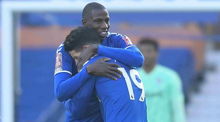 James Rodríguez  y Doucouré - Everton