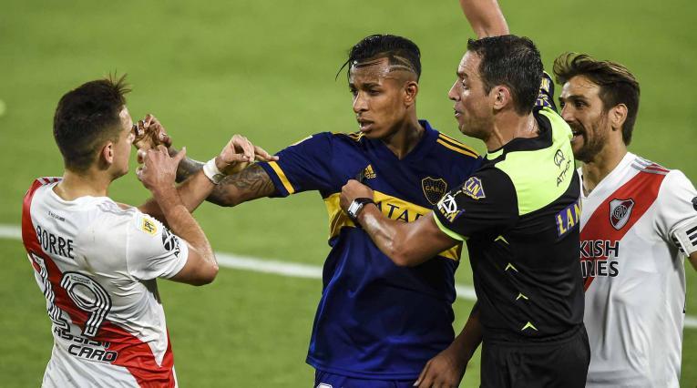 Santos Borré vs Sebastián Villa, en el River - Boca