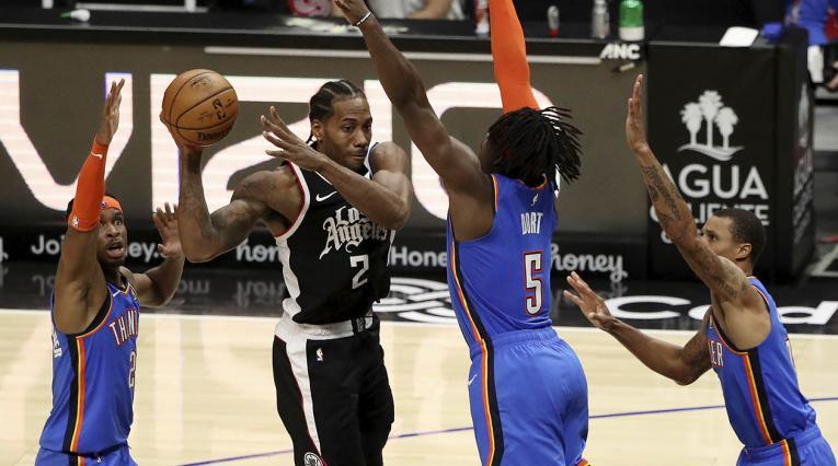 Los Angeles Clippers derrotaron el domingo a los Oklahoma City