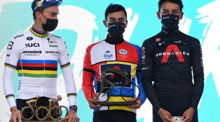 Iván Sosa y Egan Bernal, en el podio del Tour de la Provence junto a Julian Alaphillipe
